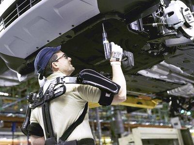 Los exoesqueletos son una realidad para 100 trabajadores de Ford en Valencia, y parecen un poco Iron Man