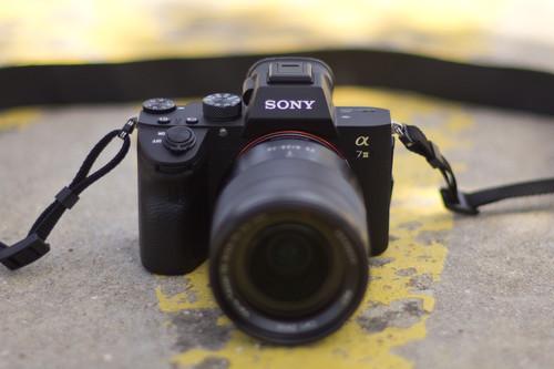 Sony A7 III, Olympus E-M10 Mark III, Nikon D7500 y más cámaras, objetivos y accesorios en oferta: Llega Cazando Gangas