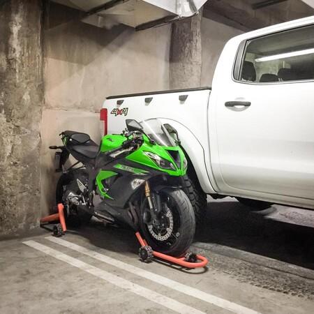 Dynamoto Bmw R1200gsa Dynamoto Motorcycle Stand Ducati Bmw Storage 900x