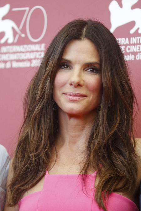 Sandra Bullock nos muestra cómo quitarnos años de encima con un buen maquillaje en el Festival de Venecia