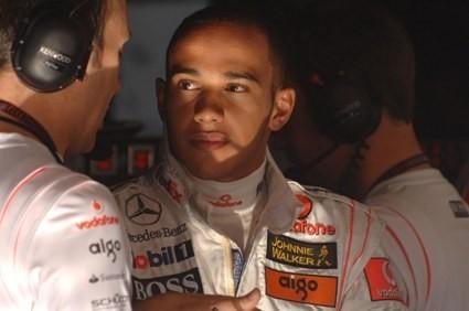 Lewis le come la moral a Kimi