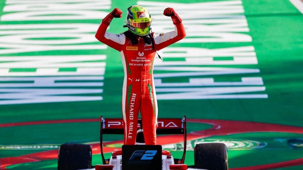 Mick Schumacher, el hijo de Michael, ya va líder de la Fórmula 2 y su llegada a la Fórmula 1 es inminente