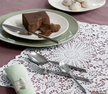 Ganchillo y color ciruela para tu mesa de fiesta. ¿Te atreves?