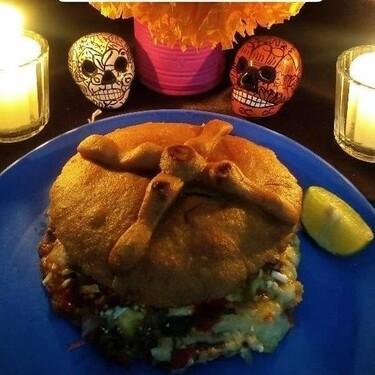 """Ya puedes probar las """"Gordimuertas"""", gorditas de chicharrón para celebrar el Día de Muertos"""