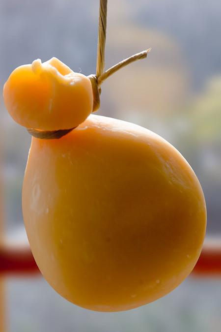 Provolone, un queso italiano clásico al que debes hacer un lugar en tu mesa
