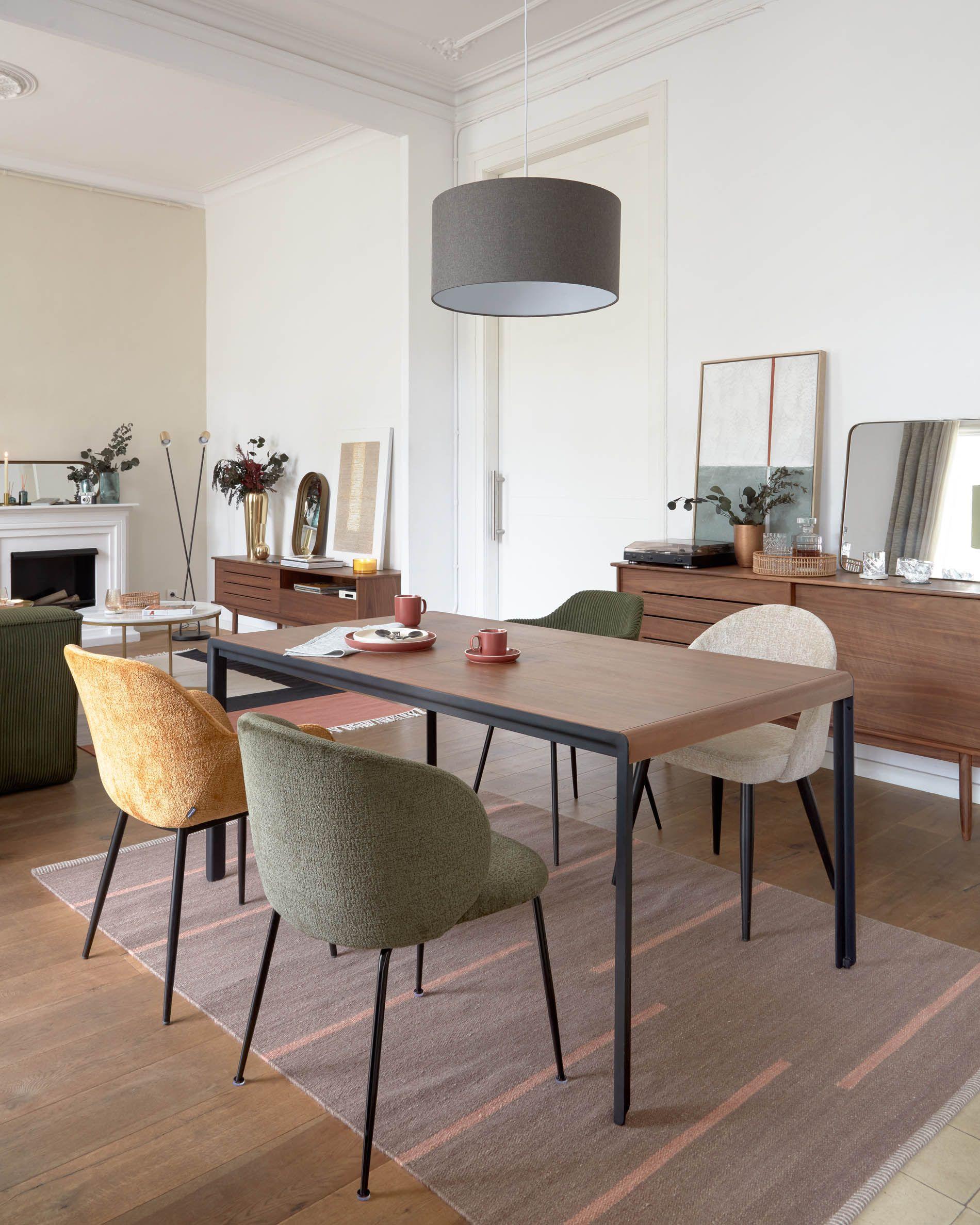 Mesa extensible de madera de nogal