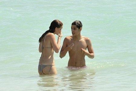 La Lore y Fidel, personajes de la serie 'Aída', chapotean juntos (pero no revueltos)
