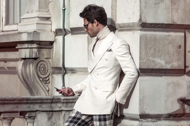 White Jacket Street Style