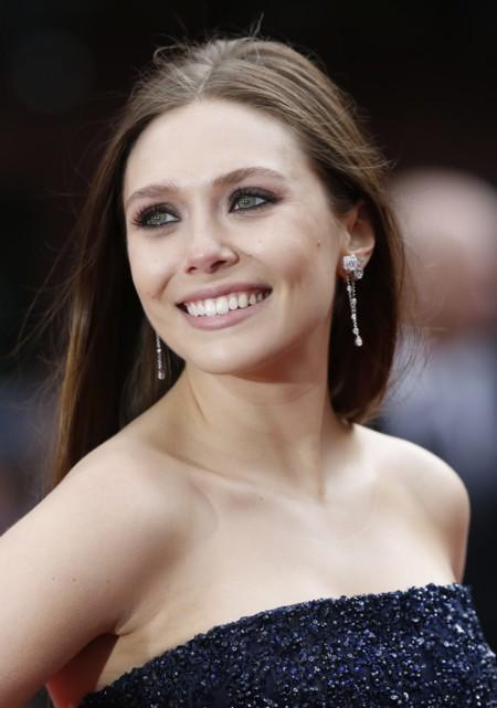 Elizabeth Olsen es un icono de estilo, y sus looks nos demuestran por qué