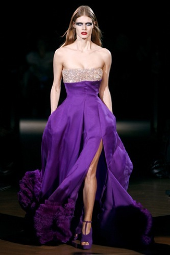 Givenchy Alta Costura Primavera-Verano 2010: una colección dominada por las transparencias. Malva