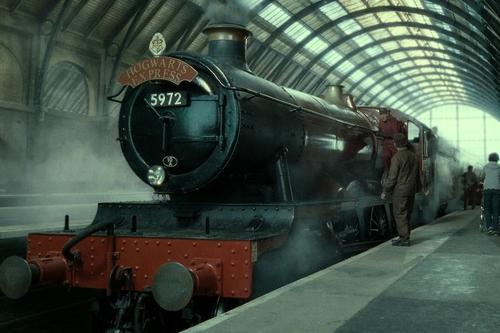 Esta familia se perdió en Escocia y fue rescatada por el Hogwarts Express, porque la magia sí existe