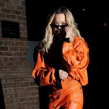 'Orange is the new black' y Rita Ora lo tiene claro: ¿te atreverías con este look tan naranja de la cantante?