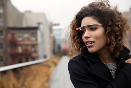 Si conduces con las Google Glass, quizá te multen (al menos en California eso es así)