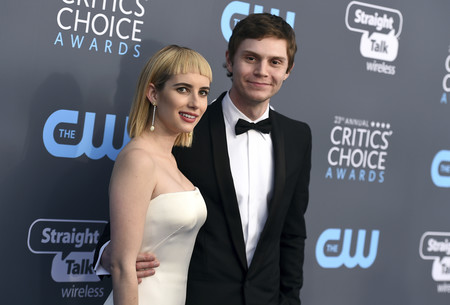 Emma Roberts presume de estilo vintage sobre la red carpet de los Critics' Choice Awards