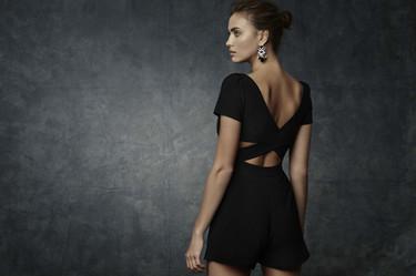Irina Shayk presume de espalda en su 'debut' para Suiteblanco