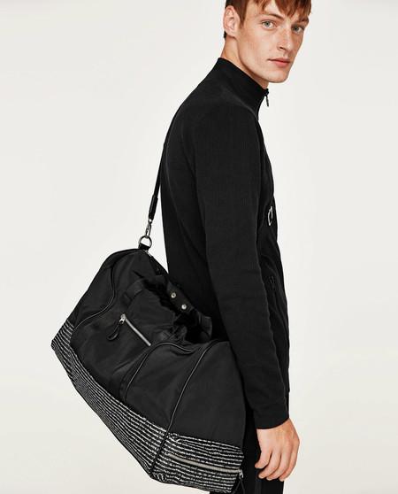 ¿Te vas fuera en el puente? Aquí tienes varios macutos, maletas y bolsas de viaje de Zara que son maravillosos