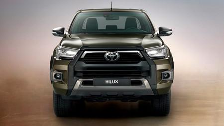 La Toyota Hilux se renueva con más agresividad por fuera y un nuevo motor diésel de 204 CV por dentro