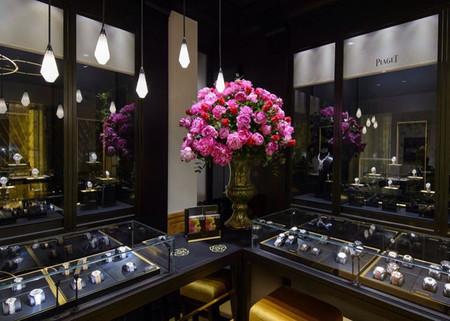 Desde hace dos años, Piaget celebra su Piaget Rose Day llenando de flores sus flagships