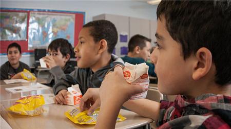 Los centros valencianos de tutela de menores recurren al Banco de Alimentos y donaciones para dar de comer a los niños