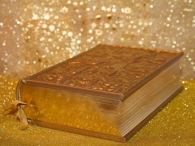El psicólogo que sufrió un trastorno que le hizo escribir una 'biblia' en una semana