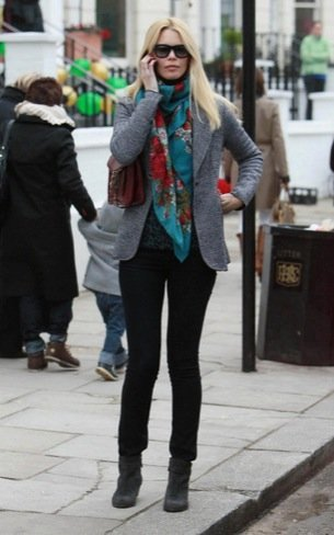 Look calle famosas bufanda Claudia Schiffer