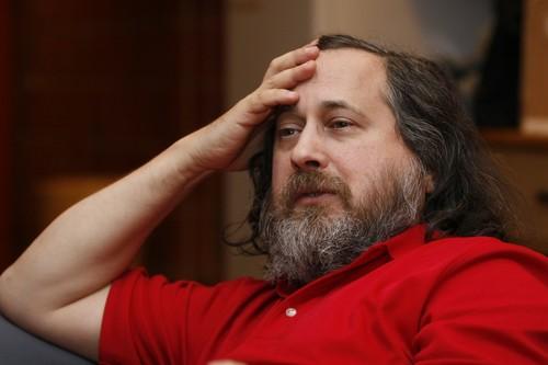 """Richard Stallman sobre las compañías que recopilan datos personales: """"No hay razón por la que debamos dejarlas existir"""""""