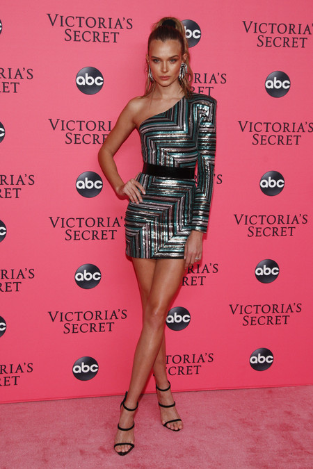 Josephine Skriver victoria secret red carpet