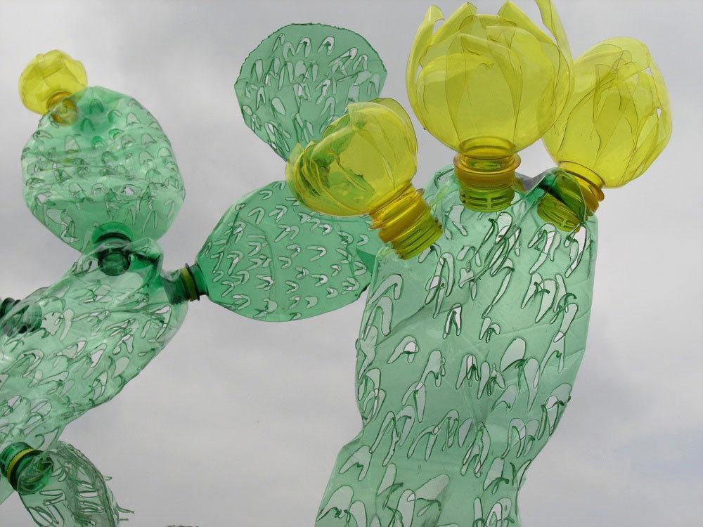 Plantas artificiales hechas con botellas de plástico