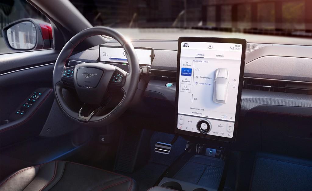Ford permitirá adaptar más de 80 ajustes del coche con el móvil: desde la posición de los asientos hasta las luces o el modo de conducción