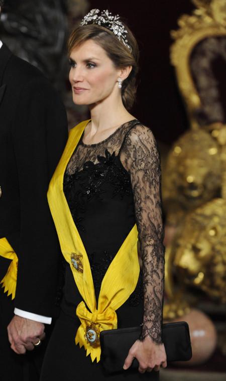 Doña Letizia repite uno de sus mejores looks antes de su coronación como reina