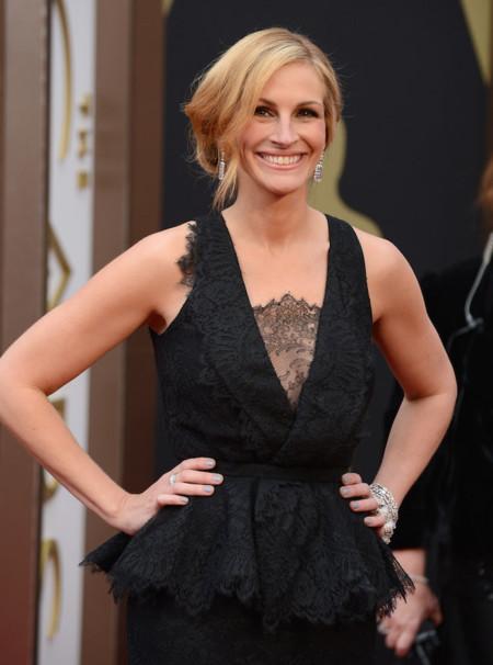Julia Roberts también apuesta por el color negro de Givenchy en los Oscar 2014
