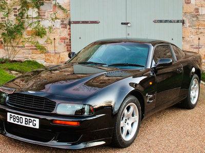 Este Aston Martin V8 Vantage V550 perteneció a Elton John, y podría venderse por medio millón de euros
