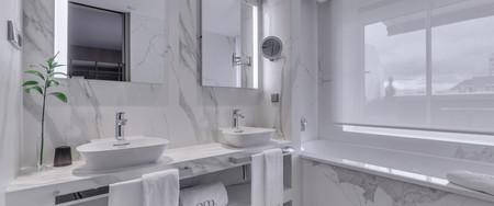 Baño-tendencia-marmol-neolith-porcelanosa