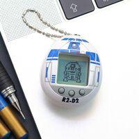 Desde una galaxia muy lejana, llega R2-D2 hasta la palma de tu mano, así es el Tamagotchi oficial del icónico astromecánico
