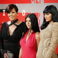 Kris, Kourtney y Kylie, las otras Kardashian-Jenner de los premios MTV Video Music Awards