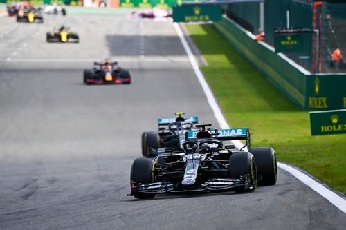 Lewis Hamilton gana una carrera en Spa en la que Carlos Sainz ni siquiera ha podido participar