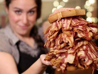 La exageración hecha comida: así son las recetas caloricatómicas de Hellthy Junk Food