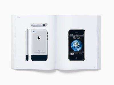 Este es el libro que puede convertir tu biblioteca en la más cool de la ciudad. Spoiler: Apple está detrás de todo.
