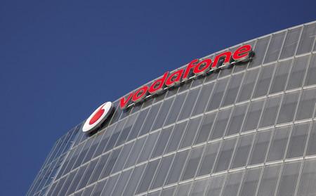 Vodafone sigue creciendo en clientes de móvil pero la guerra de tarifas afecta a sus ingresos