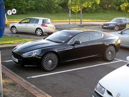 Aston Martin Rapide, al desnudo y en la calle