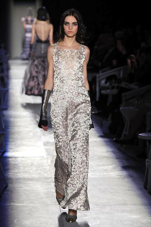 Foto de Chanel Alta Costura Otoño-Invierno 2012/2013: rosa, gris, brillos y nuevo vintage (54/61)