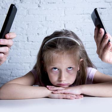 Una mujer nos demuestra, con un sencillo experimento, lo que los padres nos perdemos por estar mirando el móvil constantemente