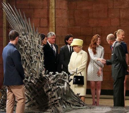 Una nueva contendiente por el Trono de Hierro, ¡la Reina de Inglaterra!