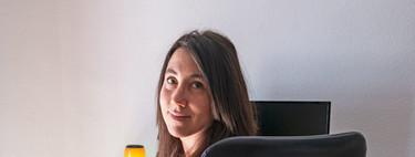 El equipo de Anna Martí: teléfono, ordenador, cámara, mochila y más
