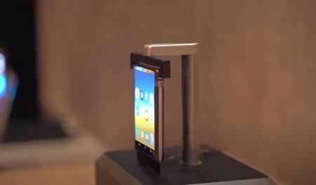 Aparecen en vídeo y funcionando los primeros teléfonos con pantalla enrollable de TCL