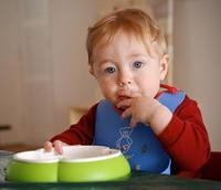 Dejarlos que coman solos y que elijan los alimentos
