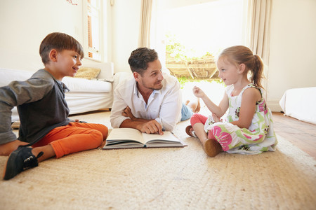 A la hora de leerle a los niños, es mejor y más beneficioso el libro impreso que un lector electrónico