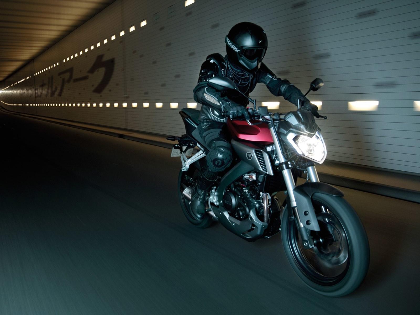 Foto de Yamaha MT-125 en acción (13/17)