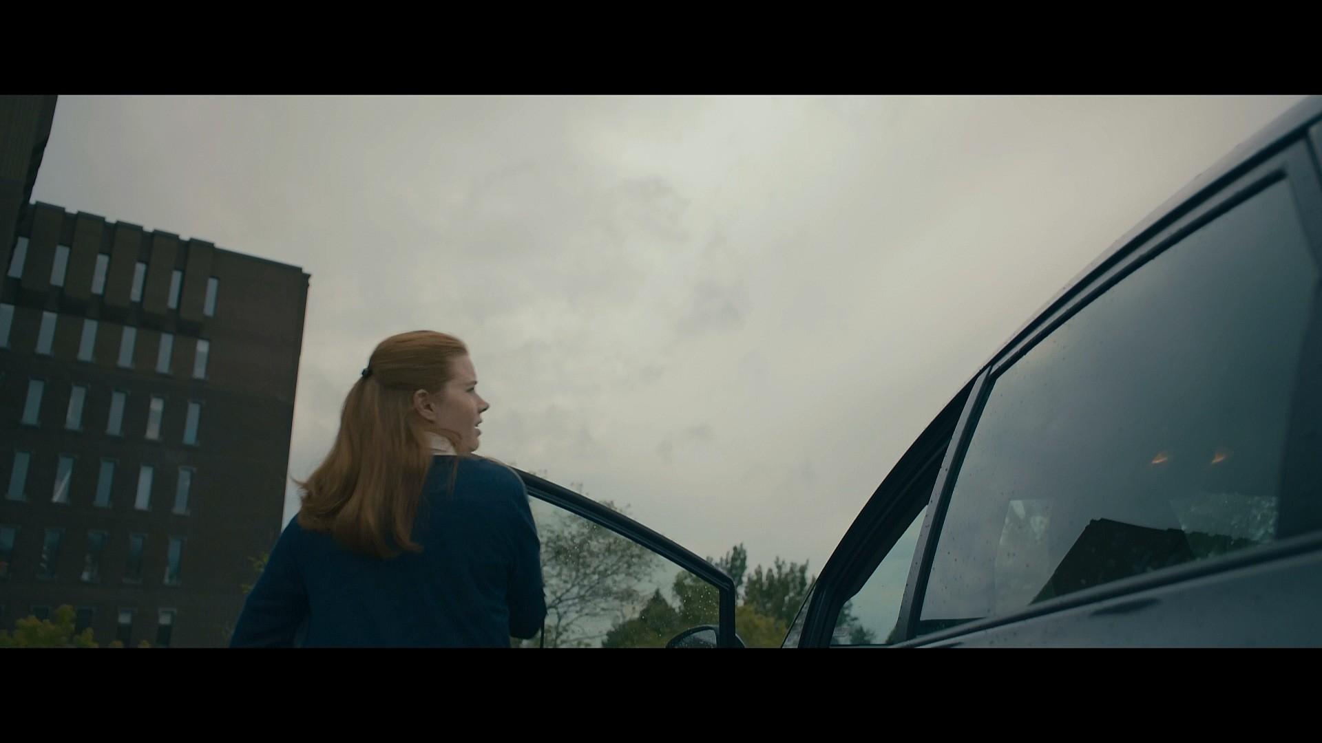 La llegada comparativa trailer-original
