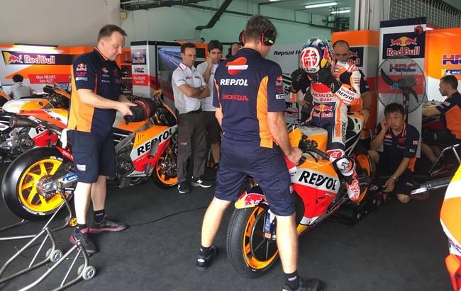 Dani Pedrosa domina el primer día de test de MotoGP en Sepang y Yamaha sorpende con un nuevo carenado
